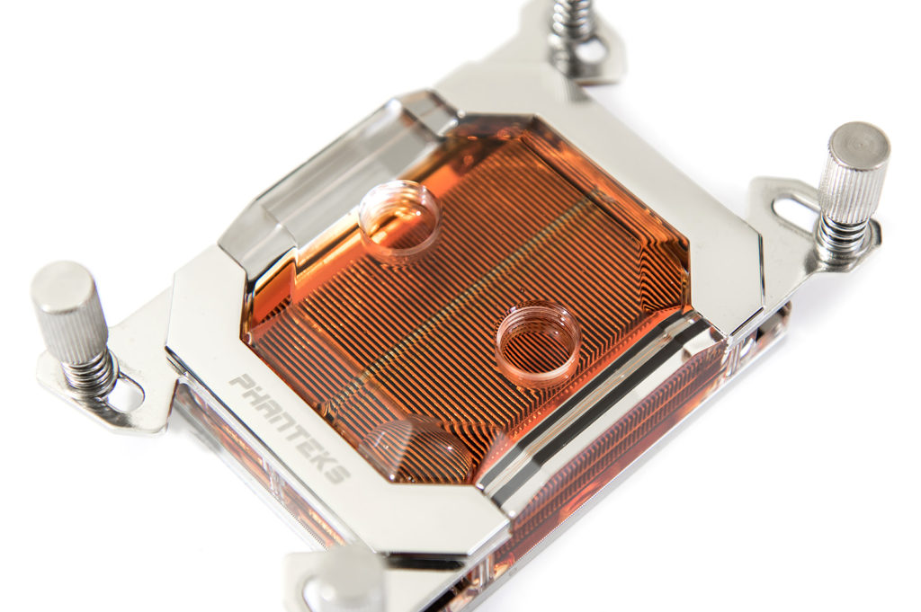 Phanteks C399a mit Wasser orange
