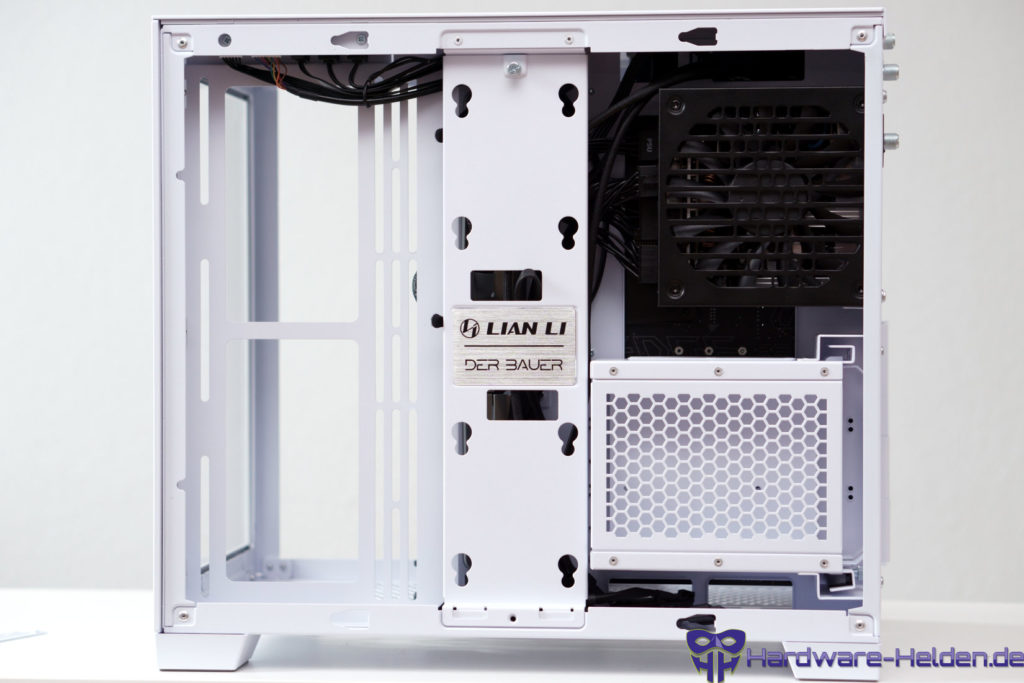 Lian Li O11 Dynamic Mini Snow Edition back cable